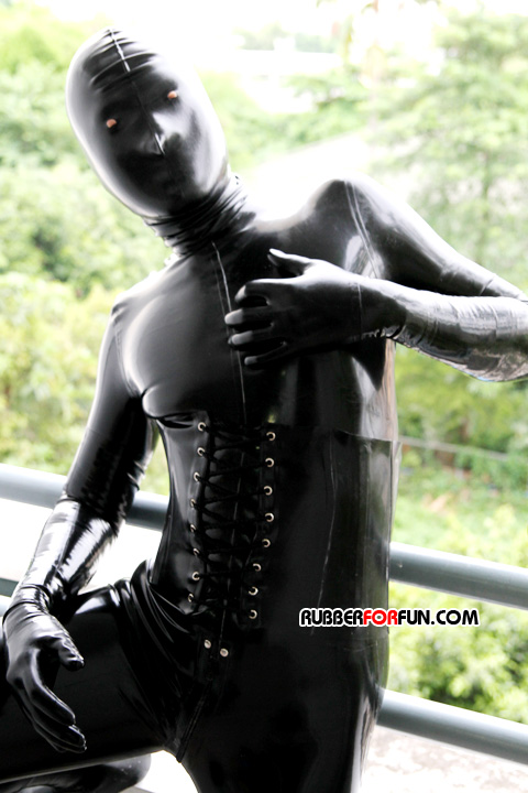 http://www.spandexsociety.com/images/rff023/rubberoutside05.jpg height=215